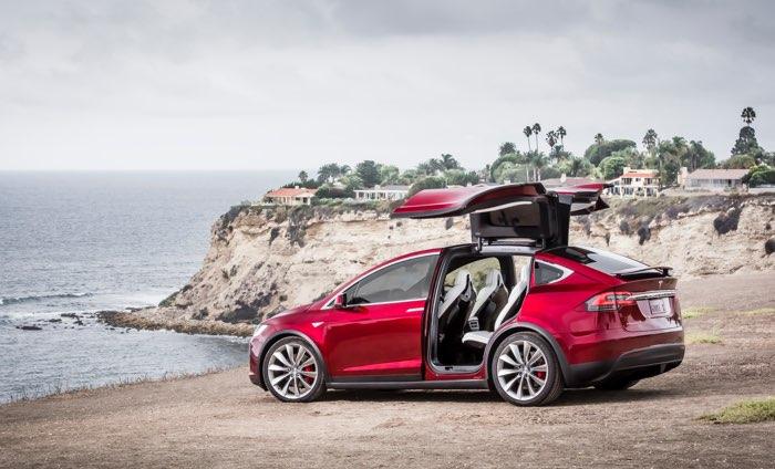 Tesla X 60D znika z oferty salonów